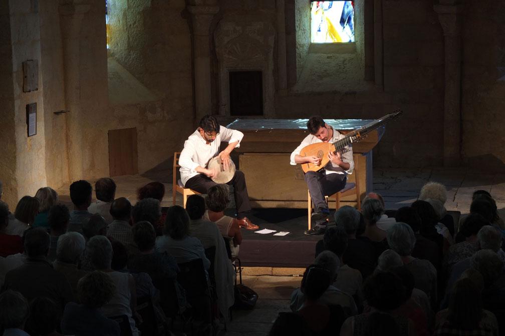soiree-Toccata-Keyvan-Chemirani-(percussions)-Thomas-Dunford-(luth)-Eglise-d'Ajat