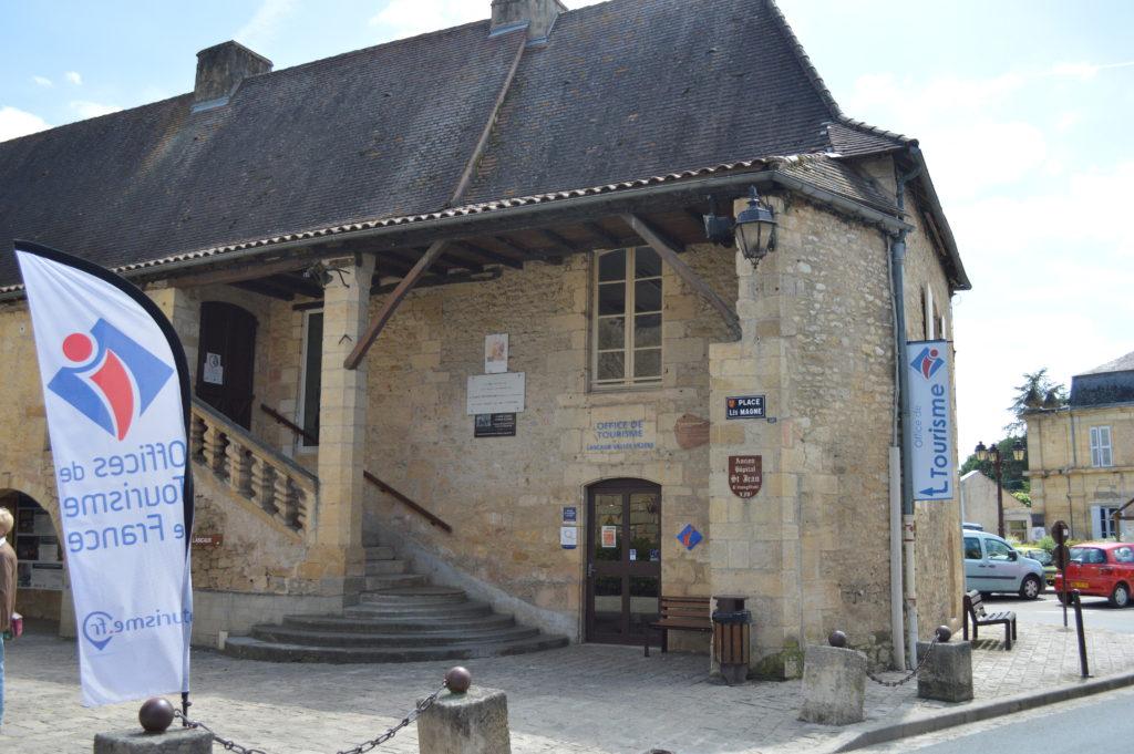 Hôpital Saint Jean devenu l'Office de Tourisme de Montignac-Lascaux